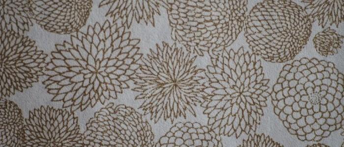 Papier japonais blanc sérigraphie de fleurs de dahlias dorées