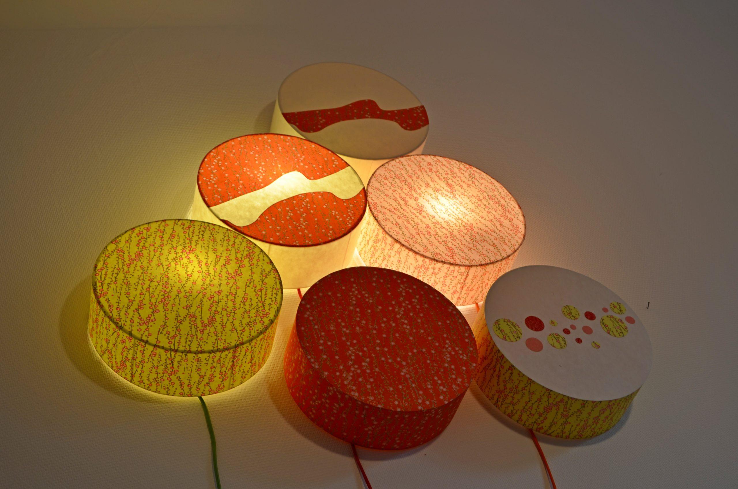 Papier japonais utilisés pour réaliser des appliques lumineuses