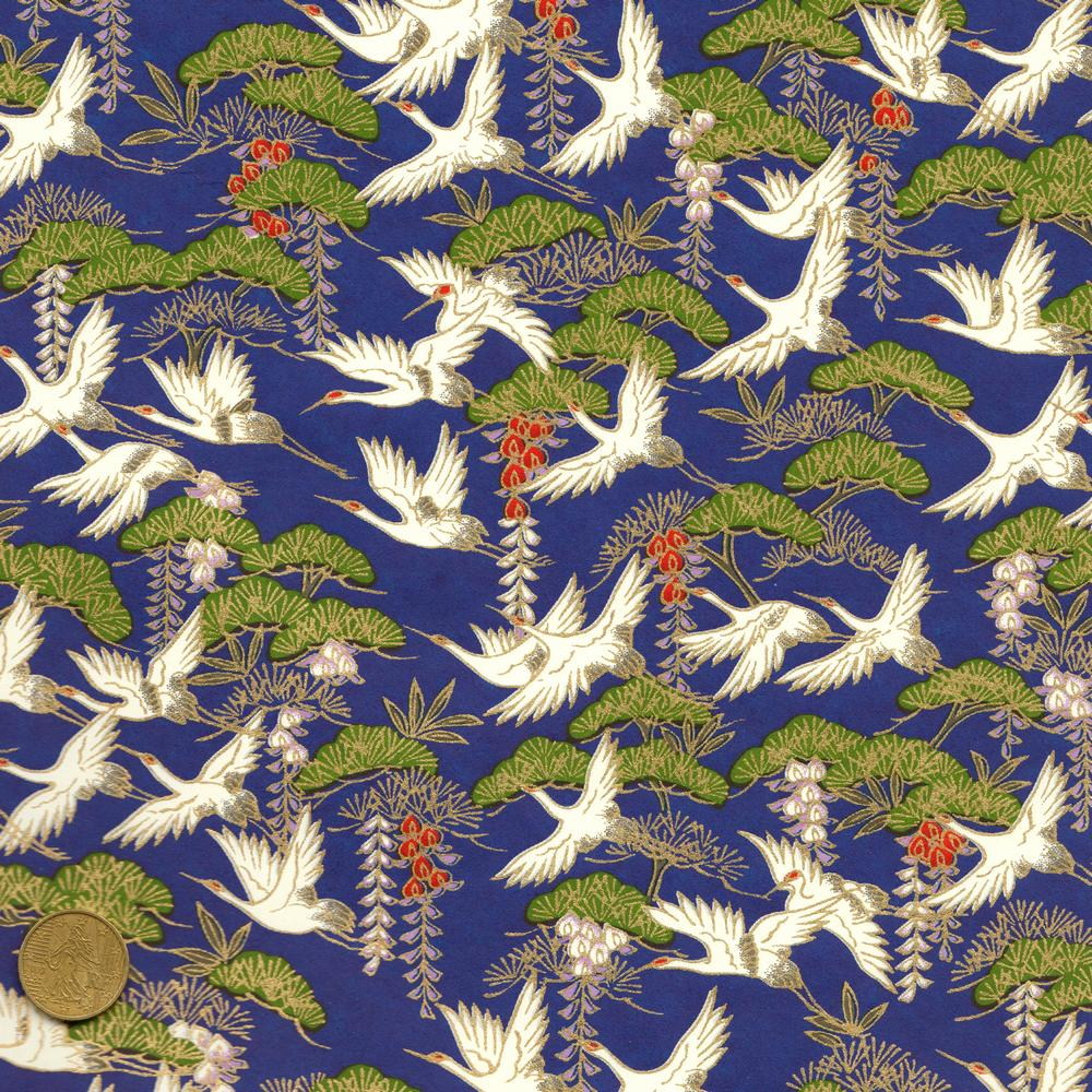 Papier japonais bleu roy et vol de grues blanches