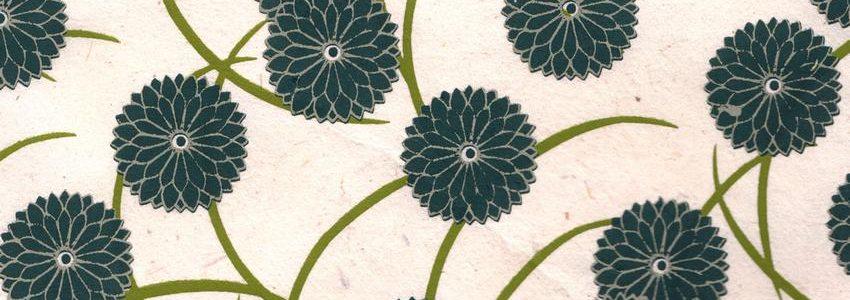 Papier népalais aux fleurs bleues canards