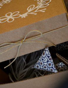 veilleuse en papier japonais dans sa boîte