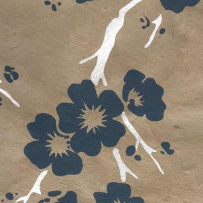Papier népalais fond beige leurs bleues et argentées