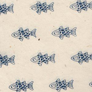 Papier népalais naturel impression de petits poissons bleu marine