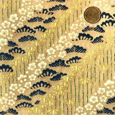 Papier japonais fond doré motifs végetaux bleus et bambou